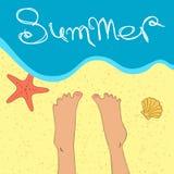 Ręki rysować nogi blisko morza Zdjęcia Royalty Free