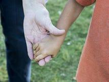 Ręki stara dama i chłopiec zdjęcie stock