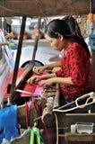Ręki tkactwo zdjęcie stock