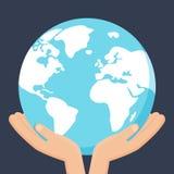 Ręki trzyma earth Planety opieki pojęcie Ziemska ikona odizolowywająca na zmroku - błękitny tło ilustracja ilustracji