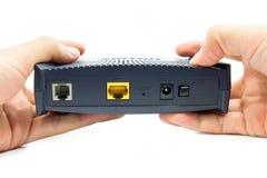 Ręki trzyma modem. zdjęcie stock