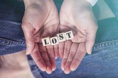 Ręki trzyma Przegraną wiadomość fotografia stock