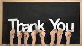 Ręki trzyma up dziękują was zbiory