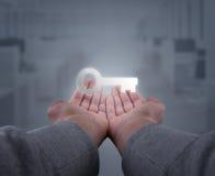 Ręki trzymają klucz Fotografia Stock