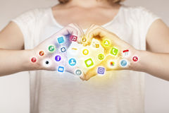Ręki tworzy formę z mobilnymi app ikonami Obraz Stock