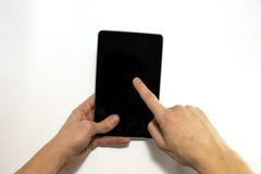 Ręki używają pastylkę dla interneta surfingu, odizolowywającą Zdjęcie Stock