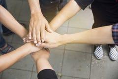 Ręki wpólnie dla jedności i części sukcesu Obraz Stock