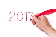 2017 ręki writing liczb czerwieni piórko na białym tle Zdjęcie Stock