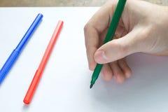 Ręki writing na bielu prześcieradle Obraz Stock