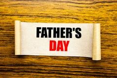 Ręki writing teksta podpisu inspiraci seansu ojca s dzień Biznesowy pojęcie dla tata świętowania wydarzenia pisać na kleistym nut zdjęcie stock