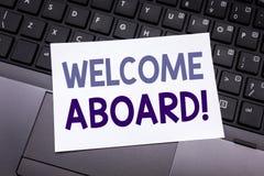 Ręki writing teksta podpisu inspiraci seansu powitanie Aboard Biznesowy pojęcie dla powitania Łączy członka pisać na kleistej nut zdjęcia stock