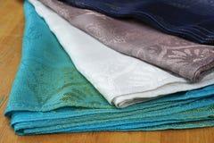 Ręki wyplatać tkaniny Zdjęcia Stock