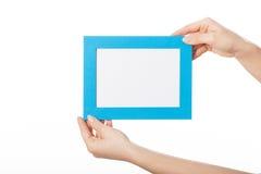 Ręki z błękit ramą Zdjęcia Royalty Free