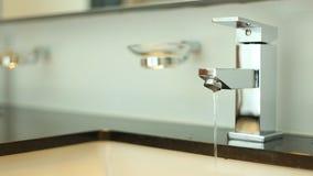 Ręki z faucet zdjęcie wideo