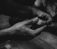 Ręki z gliną Obrazy Stock