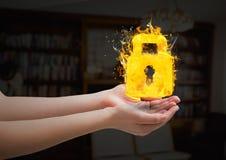 ręki z kędziorkiem podpalają ikonę w żywym pokoju Obrazy Stock