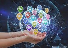 ręki z podaniowymi ikonami Technologiczny ziemski tło Zdjęcia Royalty Free