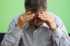 Ręki zakrywa twarz starszy mężczyzna zdjęcie royalty free