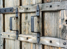 Rękojeść na Starym Drewnianym Drzwi Obraz Royalty Free