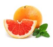 rżnięci świeżej owoc grapefruit zieleni liść Fotografia Royalty Free