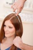 rżnięci fryzjera profesjonalisty nożyce zdjęcia stock