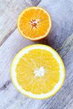 rżnięta przyrodnia pomarańcze i mandarynka fotografia stock