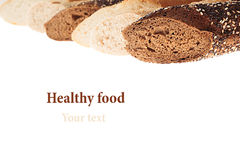 Rżnięty baguette chleb różne rozmaitość na białym tle odosobniony Dekoracyjna rama chleb Makro- struktura Fotografia Stock
