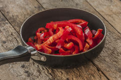 Rżnięty czerwonych pieprzy przygotowany jedzenie zdjęcia royalty free