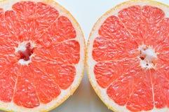 Rżnięty soczysty i dojrzały grapefruitowy Zdjęcie Stock