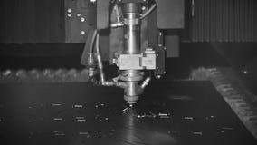 Rżnięty szkotowy metal przy warsztatem klamerka monochrom Włókno laserowe maszyny dla metalu tnącego zakończenia Nowożytny narzęd zbiory wideo