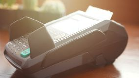 r η πιστωτική κάρτα εκμετάλλευσης ατόμων υπό εξέταση, η κάρτα ισχυρών κτυπημάτων στην τελική μηχανή αναγνωστών πιστωτικών καρτών  φιλμ μικρού μήκους