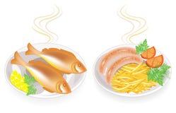 r Σε ένα πιάτο των καυτών τηγανισμένων λουκάνικων και των ψαριών Διακοσμήστε τις πατάτες, λεμόνι, ντομάτα, μαϊντανός, άνηθος Νόστ απεικόνιση αποθεμάτων