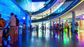 r Аквариум Дубай & центр открытия на Дубай сток-видео