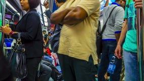 r Люди внутри метро фуры в ноче акции видеоматериалы