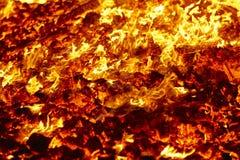 r Материал вулкана раскаленный добела Горячий костер угля Выбросы углерода стоковые изображения rf