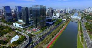 r Современное здание в мире Вид с воздуха Avenida предельного Pinheiros Здание банка Сантандера Здание JK сток-видео
