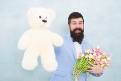 r 与玩具熊玩具的正式商人 r 8 3? 婚礼的新娘新郎 r 库存图片