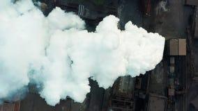 r 产业管子污染与烟的大气,生态污染,工业工厂污染,烟 股票录像