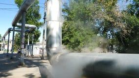 r 人的影响 从烟囱的烟 从工厂设备的空气污染在residencial区域 股票录像