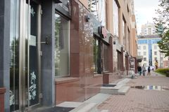 r 大厦的片段在44别林斯基街的 库存图片
