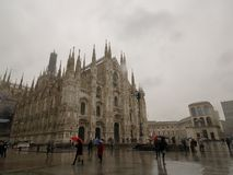 r 2012年4月'-米兰在下雨天中 免版税库存图片