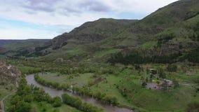 r 库那河的谷在洞修道院复杂Vardzia附近的 股票录像
