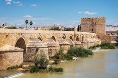 r 罗马桥梁和卡拉奥拉塔 免版税库存照片