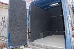 Ανοιγμένος κορμός του λεωφορείου στοκ εικόνα