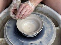 ręce 1 potter. Zdjęcia Royalty Free