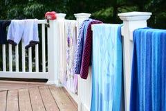 Ręczniki grying na gankowym patiu Fotografia Stock