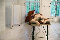 Ręczny terapeuta i kobieta Obrazy Stock