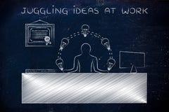 R&d-anställd som jonglerar lightbulbs på kontoret som jonglerar idéer a Royaltyfria Bilder