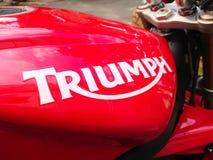 R?d Triumph motorcykel arkivbild