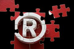 R-eingetragenes Warenzeichen - Puzzlespiel unvollständig Stockbilder